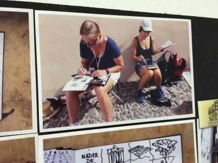 Foto på mig och Rebecca som satt uppe på anslagstavlan
